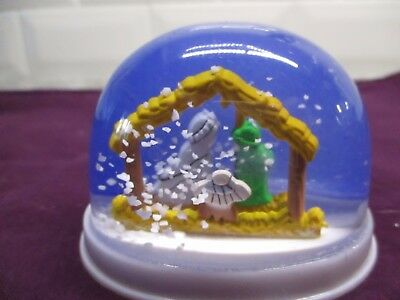 Christmas Childs plastic nativity snow globe shake it up and watch the snow