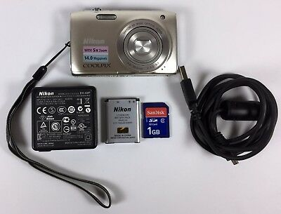 Nikon COOLPIX S3100 14.0MP Digital Camera - Silver w/Battery & Charger
