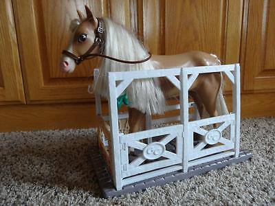 1998 EMPIRE GRAND CHAMPIONS Feed and Groom JOINTED HORSE & STABLE Set