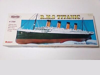 Collection R.M.S. TITANIC 1:720 Scale motorised model Kit DF054 barely started