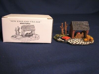 Dept 56, New England cold cast porcelain miniature, Maple Sugaring Shed #59374