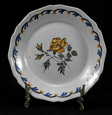 Ancienne assiette XVIII eme en faience de Nevers decor rose jaune