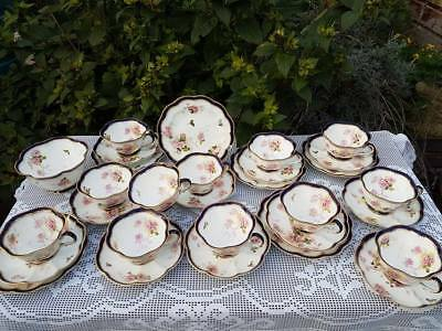 30 x George Jones Crescent hand decoration tea service