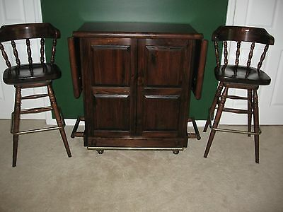 Ethan Allen Old Tavern Dark Pine Fold Out Bar with Matching Swivel Bar Stools