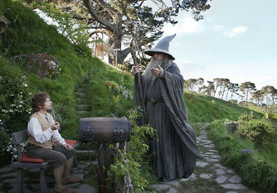The Lord of the Rings UNSIGNED photo - K6872 - Ian McKellen and Martin Freeman