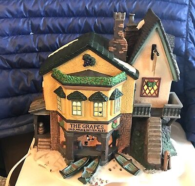 Heritage Village dept 56 - The Grapes Inn - 5th Edition -1996 Dickens Christmas