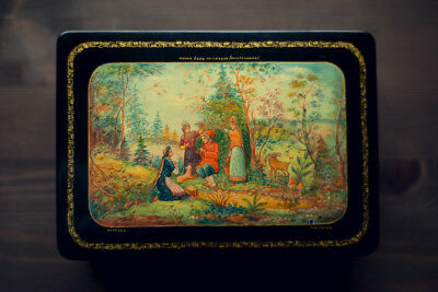 MSTERA vintage RUSSIAN Soviet Union HAND PAINTED Lacquer box Signed by Guryanov