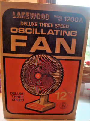 """Wonderful vintage 1984 Lakewood 12"""" oscillating table fan w/ box 1200A excellent"""