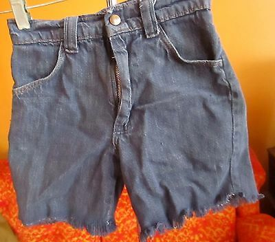 BOYS sz 12 22W true Vtg 60s Classic Wrangler Indigo Denim Cutoff Fray Shorts