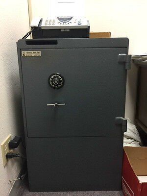 EXTRA Heavy United Safe Inc. Large Steel Metal Floor Safe~Excellent Condition