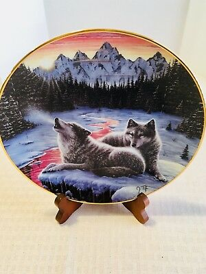 Hamilton Collection wolf collector plate by J Tift