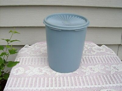 """Vintage Tupperware 5 1/2""""  ~ 8 CUP BLUE CANISTER w/SERVALIER LID #809"""