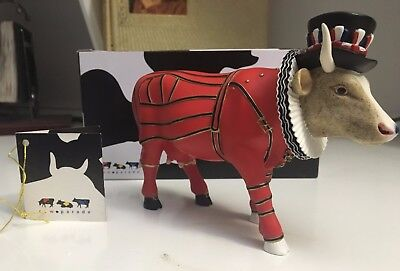 "Cow Parade Figurine "" Beefeater, It Ain't Natural "" (# 7247) - RETIRED!!"