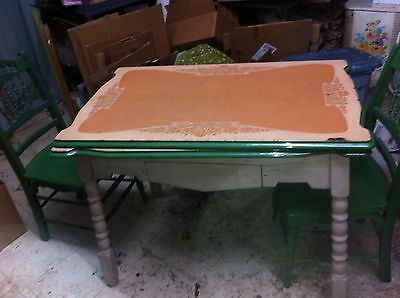 vtg GREEN ENAMEL TABLE WOOD LEGS 40s RETRO KITCHEN TABLE WITH SILVERWARE DRAWER