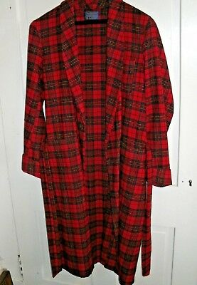 Man's wool bathrobe.  Pendleton.  size Med.