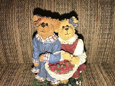 Boyds Bearstone Collection Lauren and Jan, Style #2277942 Pre-Owned without box