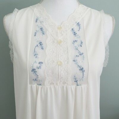 Vintage Dainty White Lace Embroidered Nightgown - Size Small