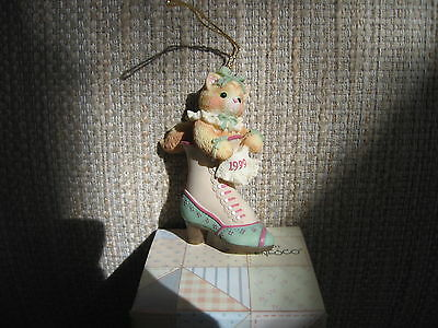Calico Kittens Hanging Ornament - Kitten in Shoe - Dated 1999 - 543489