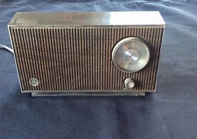 GE General Electric Vintage RADIO T2100A 1960's Mid Century Modern AM Radio