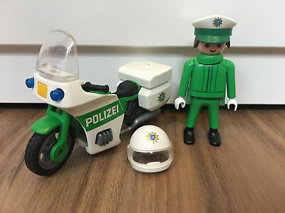 playmobil polizist mit helm funkger t und polizeikelle. Black Bedroom Furniture Sets. Home Design Ideas