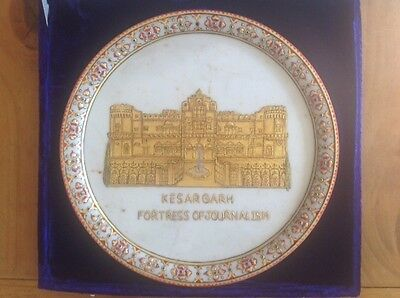 VINTAGE BOXED 300mm MARBLE PLATE DEPICTING KESARGARH FORTRESS OF JOURNALISM