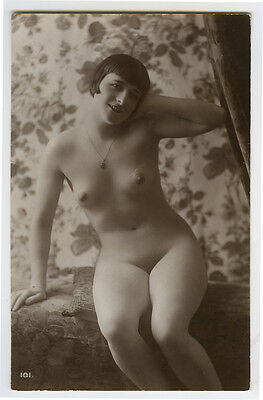 1920s Sexy French Deco NUDE FLAPPER  cutie photo postcard