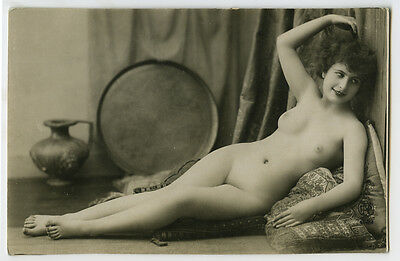 1920s Vintage Sexy French SHAPELY NUDE Beauty risque photo postcard