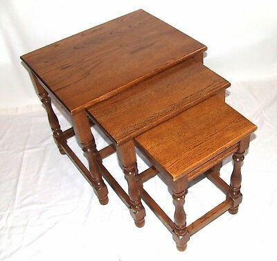 Superb Quality SOLID OAK Nest of 3 Occasional / Coffee Tables / Lamp Stands (58)