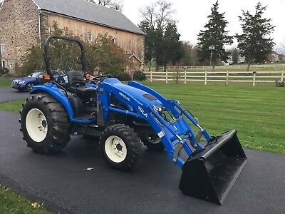 New Holland TC40D Deluxe Tractor, 40HP, 4x4, Hydro, R4 Tires, Loader, Very Nice