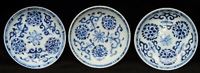 Set of three 18th. c. Chinese porcelain blue and white plates / saucers