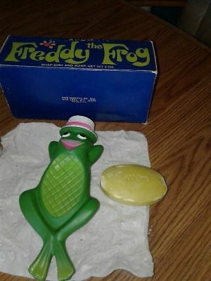 1st Edition AVON FREDDY THE FROG Floating Soap Dish MINT & 3 oz. Soap In Box!