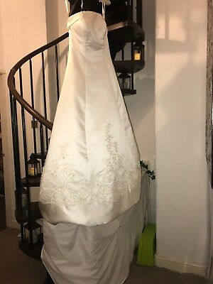 "ivory wedding dress size 10 Alfred Angelo for 5' 5"" bride. Lace/diamanté detail."