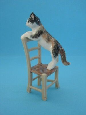 New Cat With Rattan Chair Figurine, Very Nice *mint*