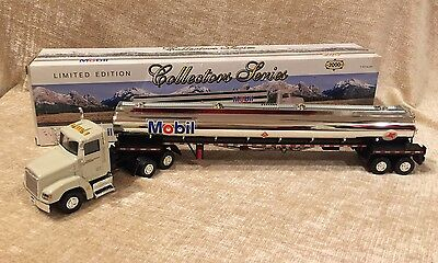 2000 Mobil Gas Collectors Series Toy Tanker Truck