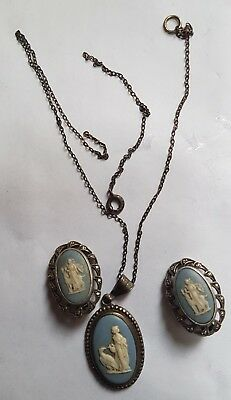 Wedgwood Silver Pendant Necklace & clip-on Earrings. Blue Jasper 1968(?). Boxed.