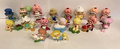 Vintage Strawberry Shortcake Dolls ~ LOT OF 17 MINI FIGURES Miniatures ~ PVC ~