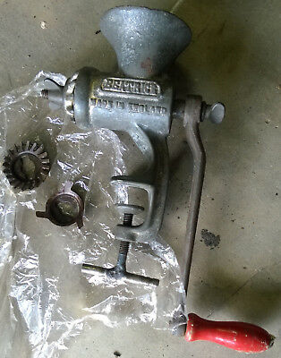 VINTAGE MEAT MINCER, BEATRICE MADE in ENGLAND,HARPER No 3181 WITH SPARE CUTTERS