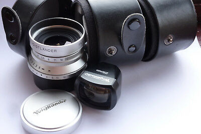 VOIGTLANDER / LEICA SCREWFIT SKOPAR 25mm, FINDER, CASE.  NEAR MINT.