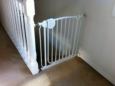 Safety Gate With Extension Knobs