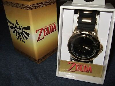 NIB Nintendo The Legend Of Zelda Triforce Hyrule Crest Nintendo NES Wrist Watch