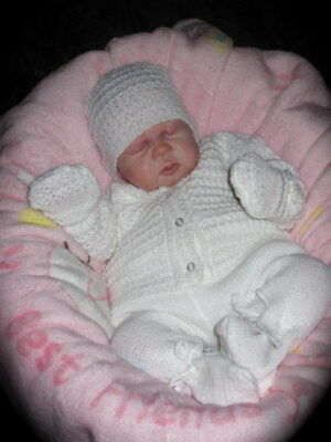 Bnwt~Beautiful Baby Unisex White Knitted Outfit - Newborn/0-3M Baby-Reborn Doll