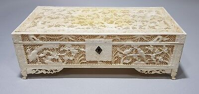AN VERY FINE QUALITY 19TH CENTURY CHINESE CARVED RECTANGULAR BOX 1850Ca.