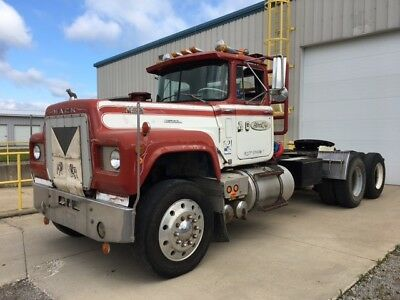 1972 MACK RS795LST Extended Hood Model with Live Hydraulics - Collectors Edition