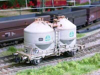 ROCO HO scale ~ *DAMAGED* SILO CAR ~ WEATHERED and UNBOXED