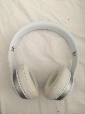 Beats by Dr. Dre Solo2 Wireless White Over the Head Wireless Headphones - White