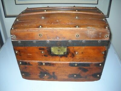 Antique small HUMPBACK TRUNK w/Tray Liner - Really Nice!
