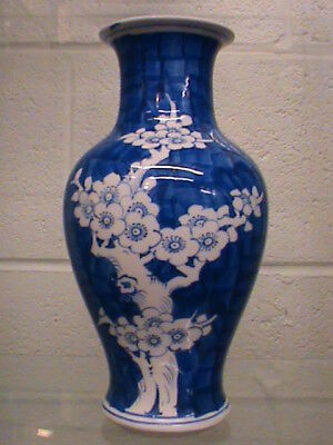 Oriental Chinese Porcelain Ceramic Bulbous Blue and White Vase Stamped