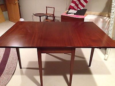 Biggs Mahogany Dining Room Table - Comparable to Suters and Henkel Harris