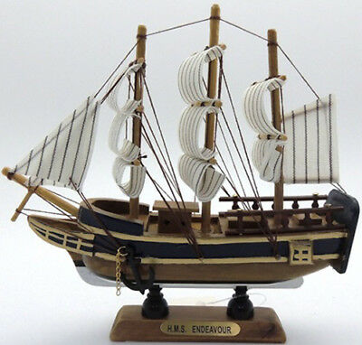 1 x Ship Endeavour Wood Ship Collectable - Fully Assembled