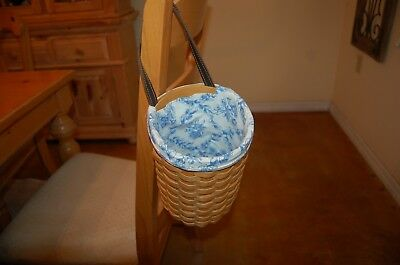 Longaberger 2001 basket with round bottom and single leather handle w/liner